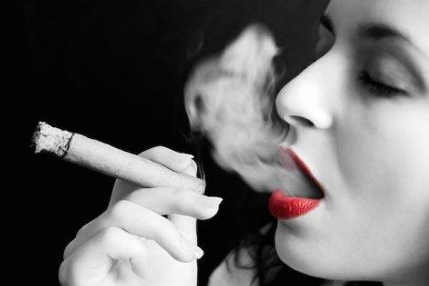 http://www.amazine.co/6222/bahaya-merokok-5-efek-negatif-merokok-pada-wanita/